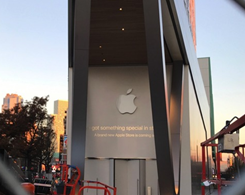 Apple has Posted Obvious Logos in Apple Store of Brookyln