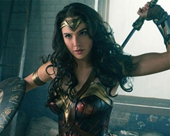 Wonder Woman Actor Gal Gadot Tweets Praise for her New Huawei Mate 10 from an iPhone