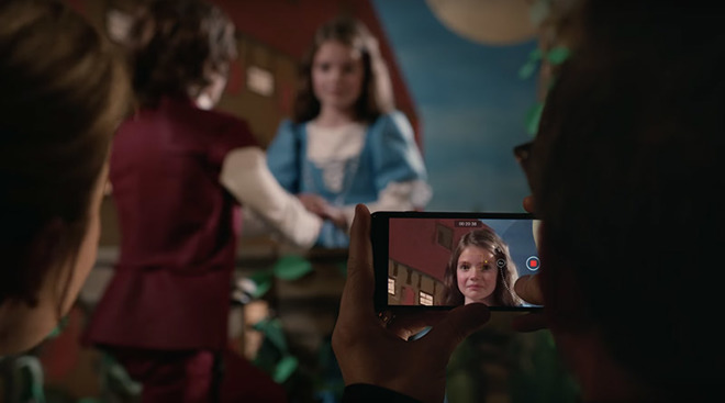 Apple's Latest iPhone AD is Called 'Romeo and Juliet' And Showcases the iPhone 7 Camera