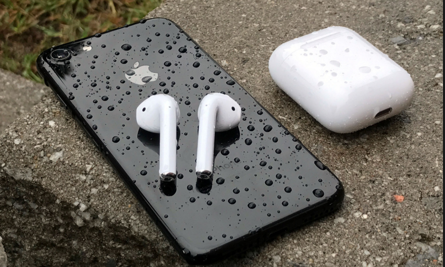 Marathon Runner Tests Apple AirPods on A 10k Run
