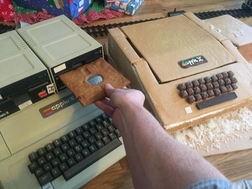 This Father Built His Son An Apple II Out of Gingerbread
