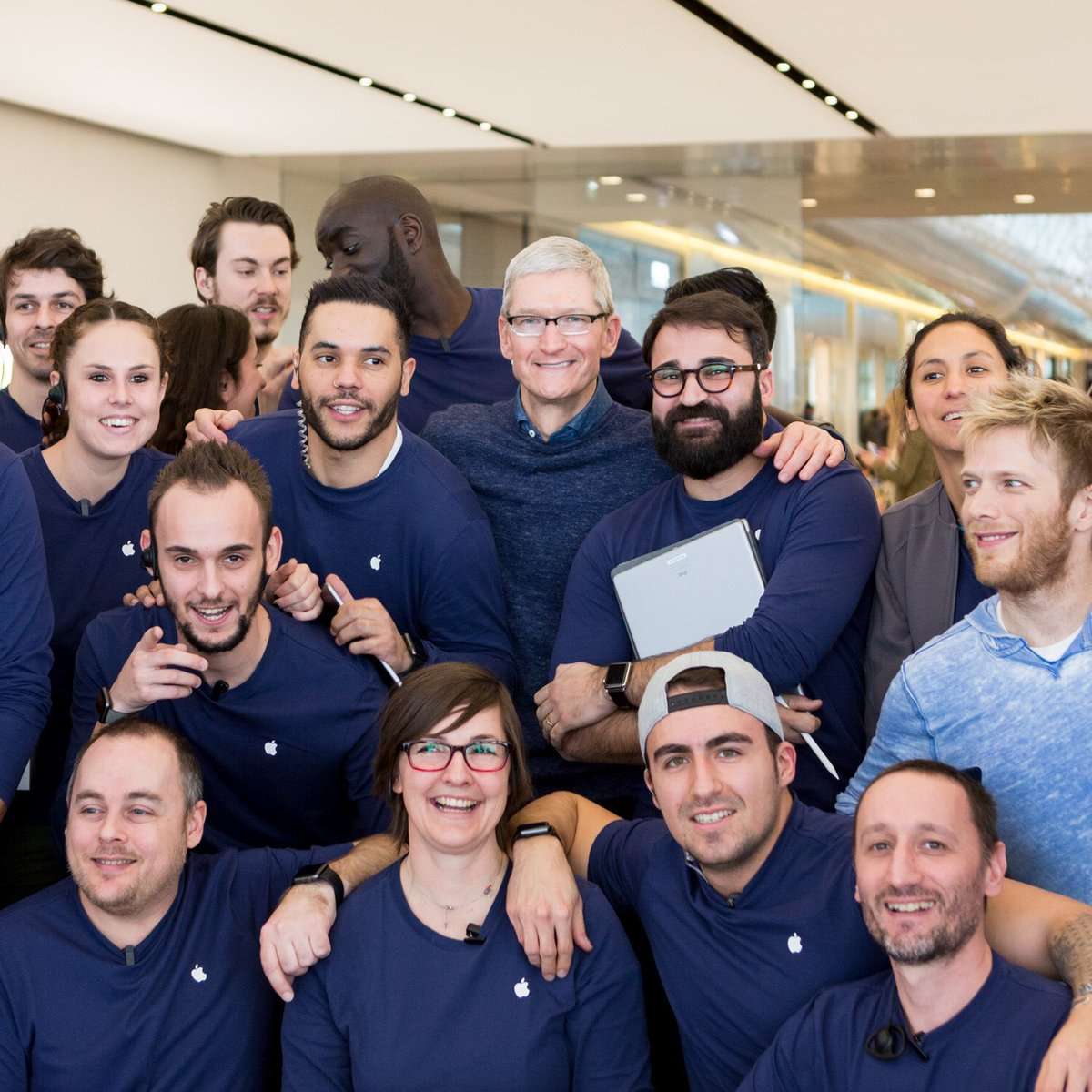 Tim Cook Makes Surprise Visits to France Apple Stores