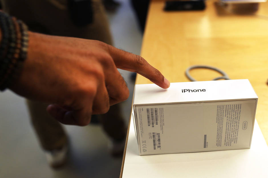 Apple Fans Are Paying Up For That Big iPhone