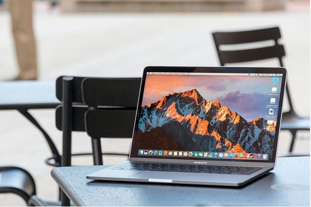 Apple Seen Upgrading Laptops Amid Microsoft Surface Threat