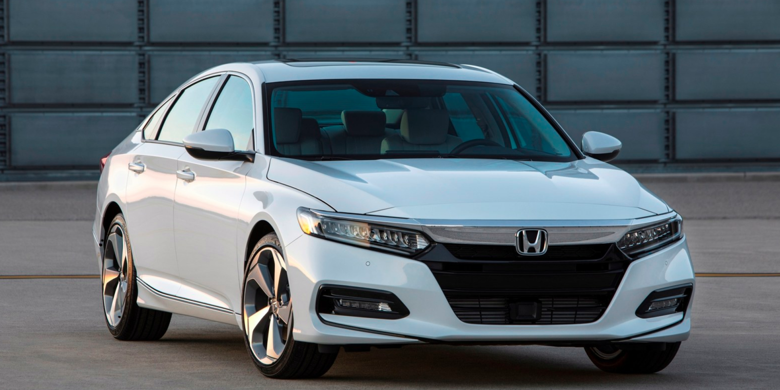 Apple CarPlay Included in 2018 Honda Accord 2.0T Available on This Fall