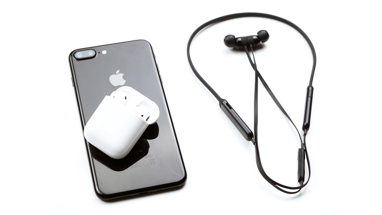 AirPods vs BeatsX: Which is the Best to Buy?
