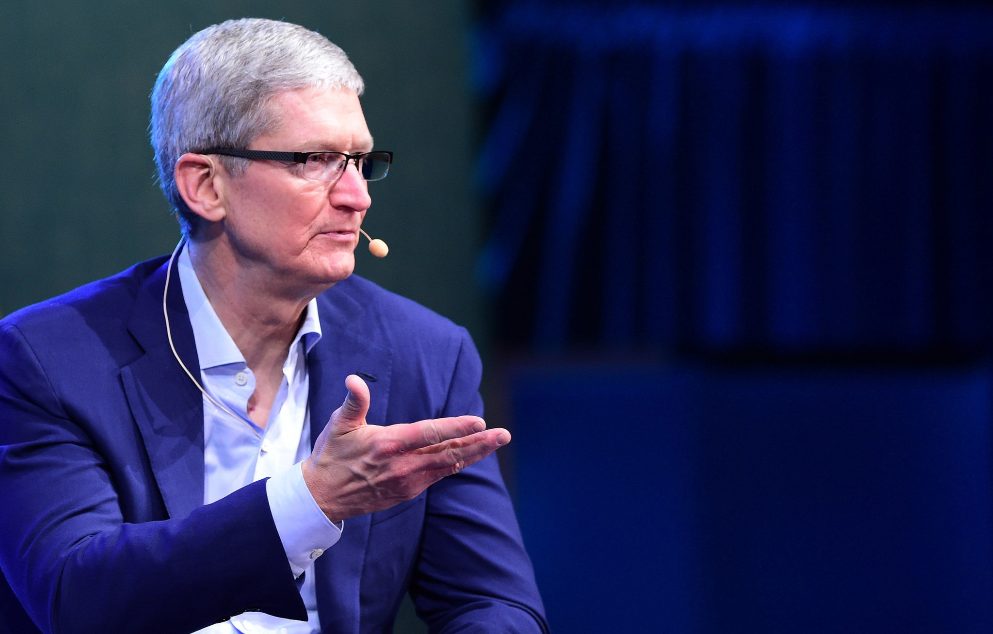 Apple Warns Employees to Stop Leaking Information