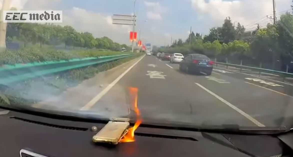 The iPhone Randomly Explode Due to an Unofficial Battery