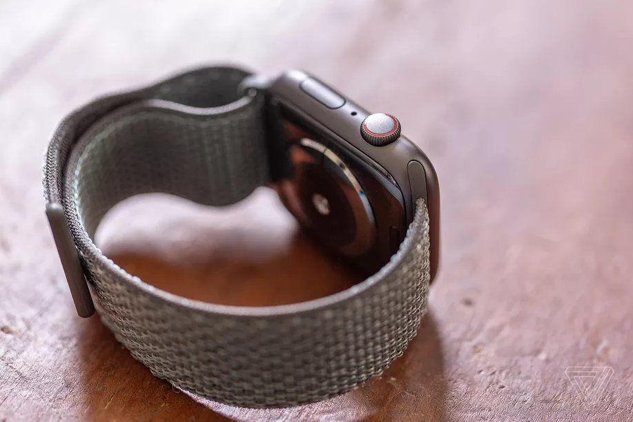 Apple Explored Building a Camera into the Apple Watch's Band
