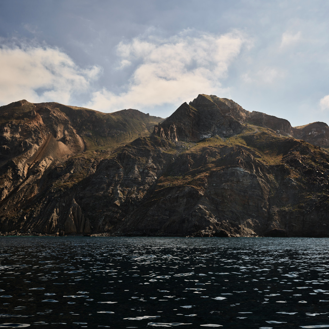Download 7 new Beautiful Catalina Desktop Wallpapers for macOS 10.15