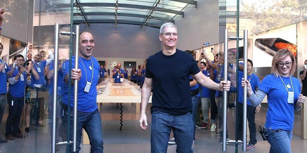 California Court Says Apple Must Pay Retail Workers for Time Spent Waiting on Bag Searches