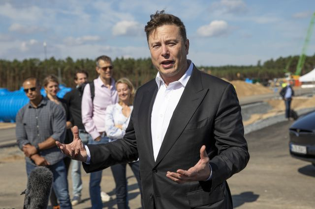 Elon Musk Claims He Once Reached Out to Tim Cook About Tesla Purchase But Was Refused Meeting