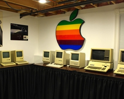 Teen Sells Beloved Apple Collection to Keep Museum Dream Alive