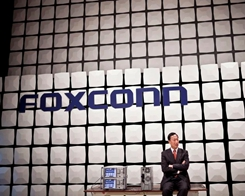 Foxconn Chairman Says Trump Should Pay to Get iPhone Made in USA
