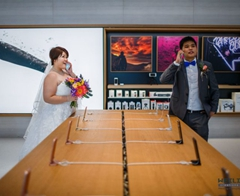 Apple-loving Couple Snap Dream Wedding Photos at Apple Store