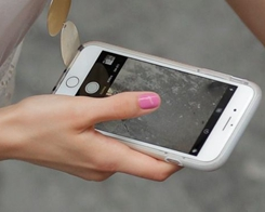 Woman Sues US Border Agents Over Seized iPhone