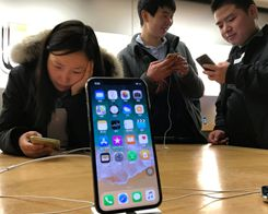 Apple Poaches Intel Chip Chiefin Push for 5G